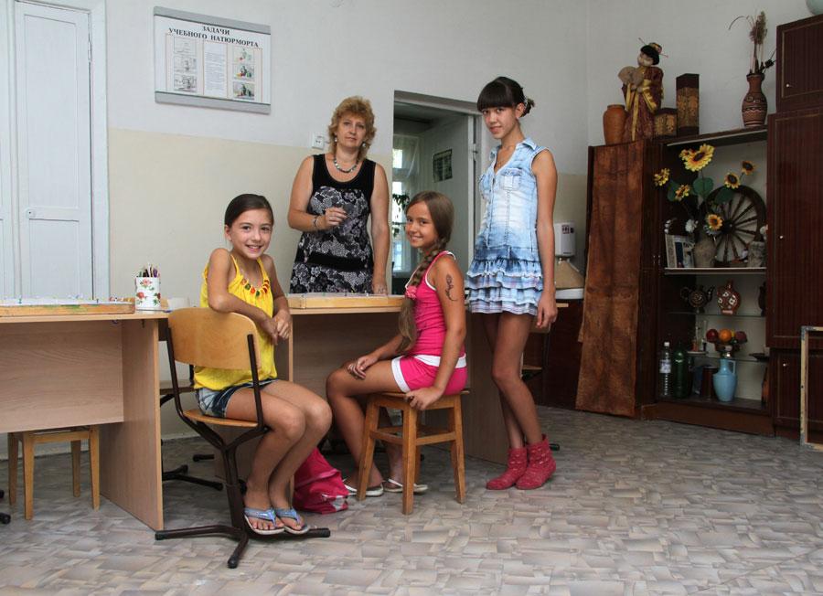 video-golie-devchonki-laskayut